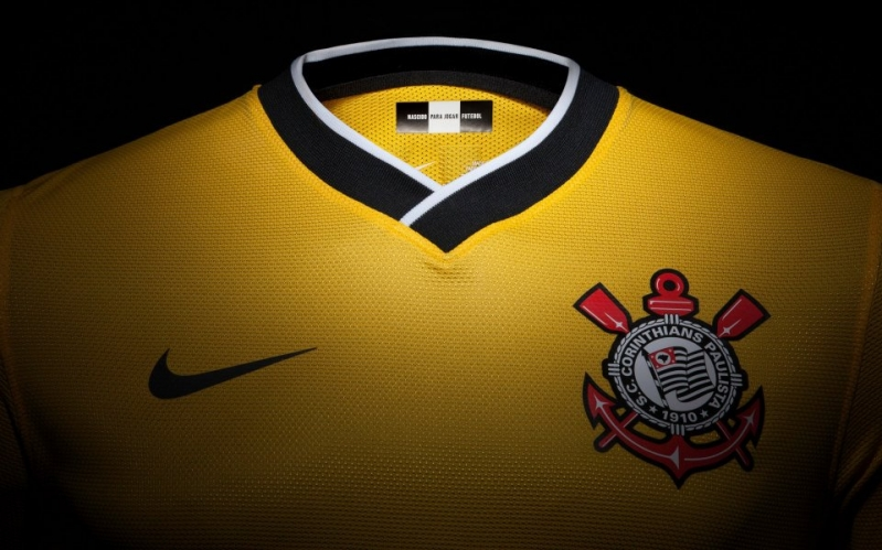 5fb79ef0c2 FOTOS  Confira detalhes da nova camisa amarela do Corinthians